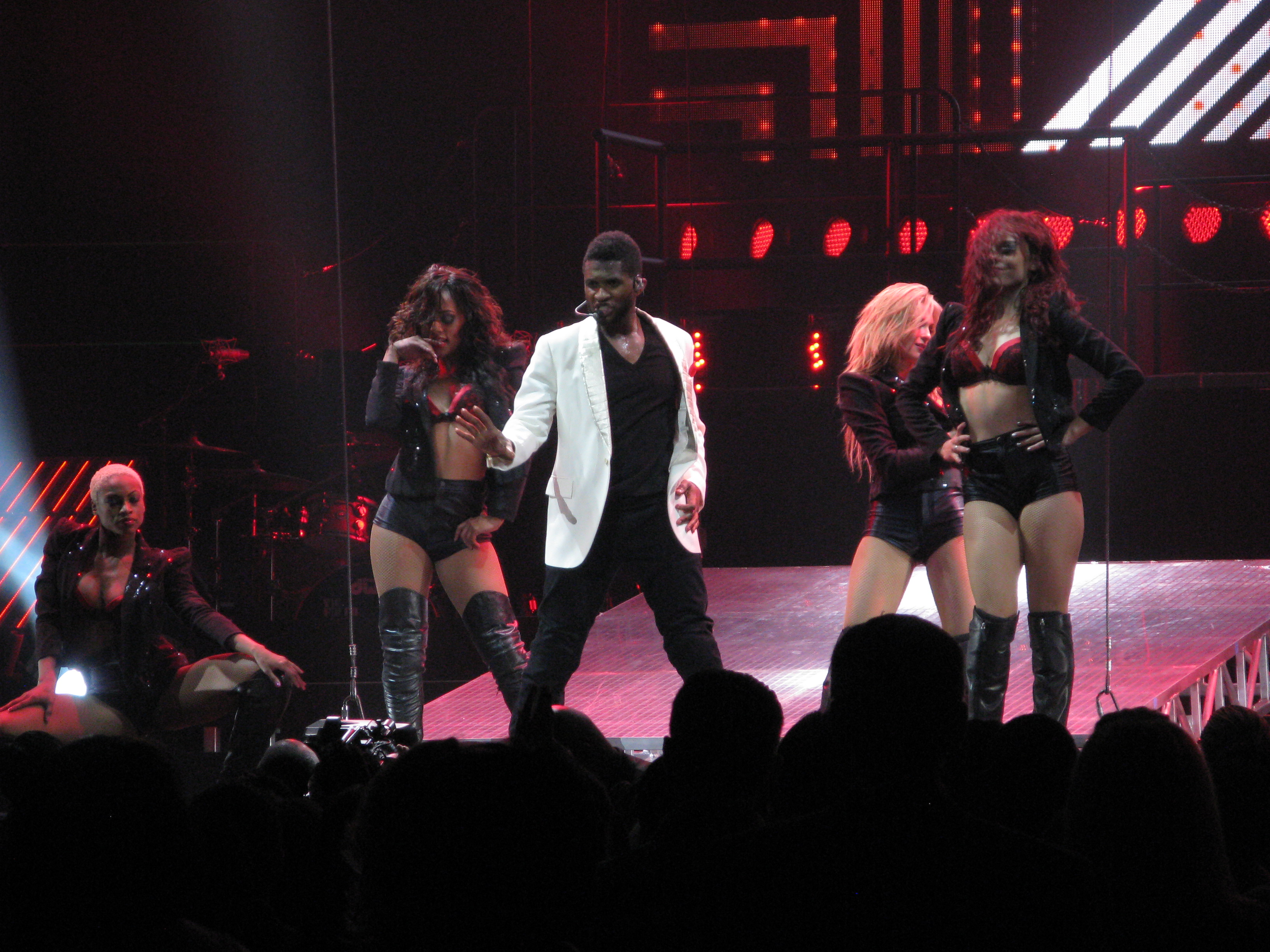 Event Photography: Usher @ Scottrade Center - November 27th, 2010